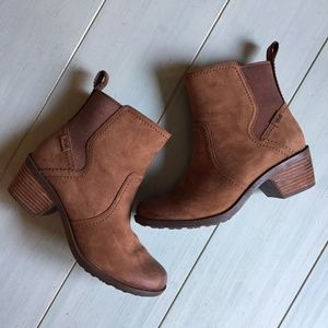 Teva Anaya Leather Chelsea Waterproof Boots Bison